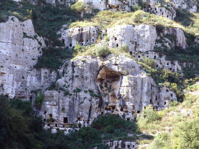 Itinerari Archeologici di Sicilia  Le Necropoli rupestri di Pantalica