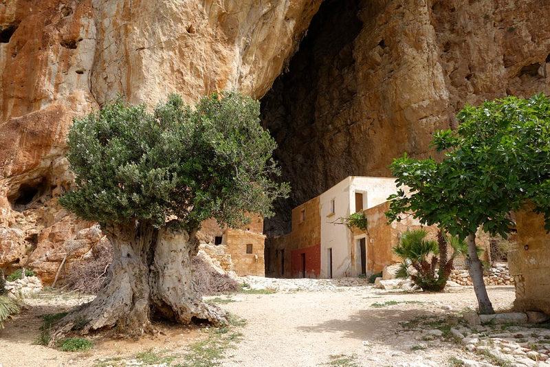 grottamangiapanecustonaci